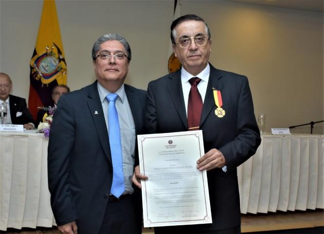 SESIÓN SOLEMNE COLEGIO MÉDICOS DEL AZUAY